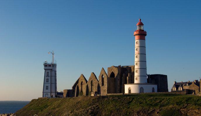 Le chemin des phares et l'île de Molène