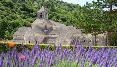De la source de la Sorgue aux villages perchés du Luberon